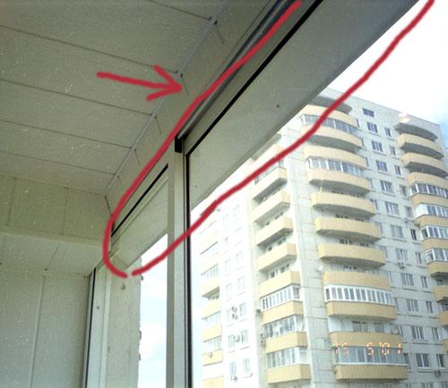 Крепление козырька при остеклении балкона.